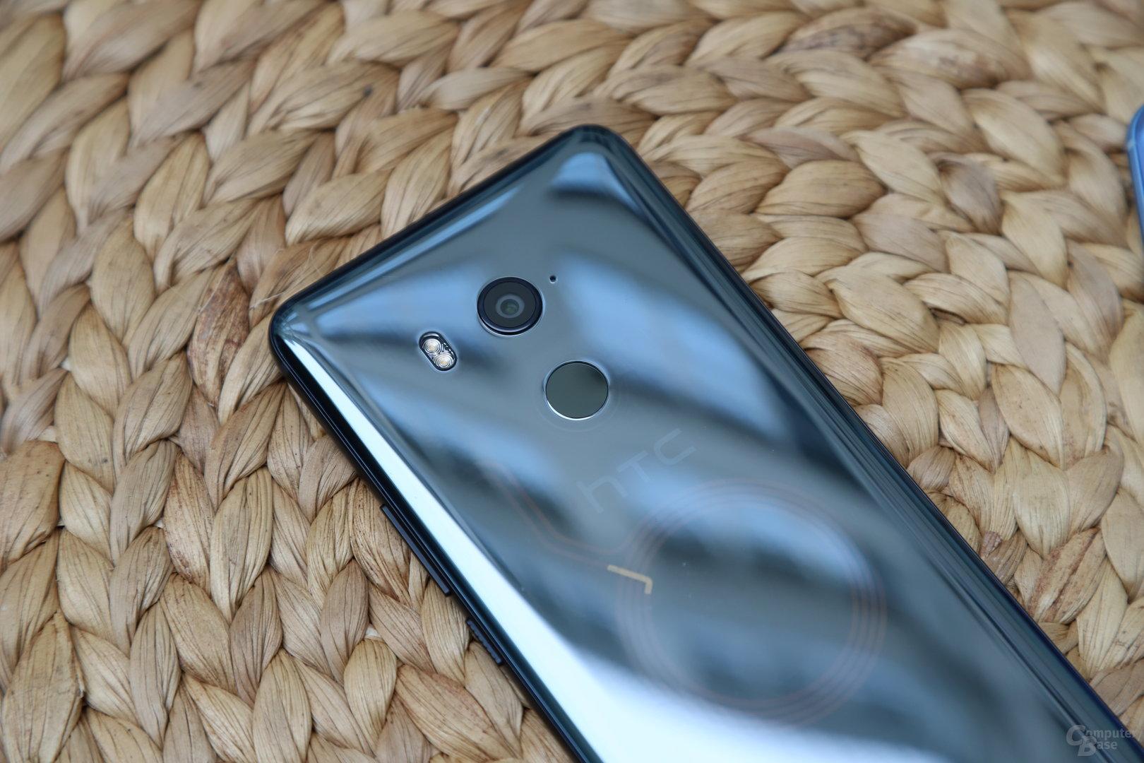 HTC U11+ mit Fingerabdrucksensor auf der Rückseite