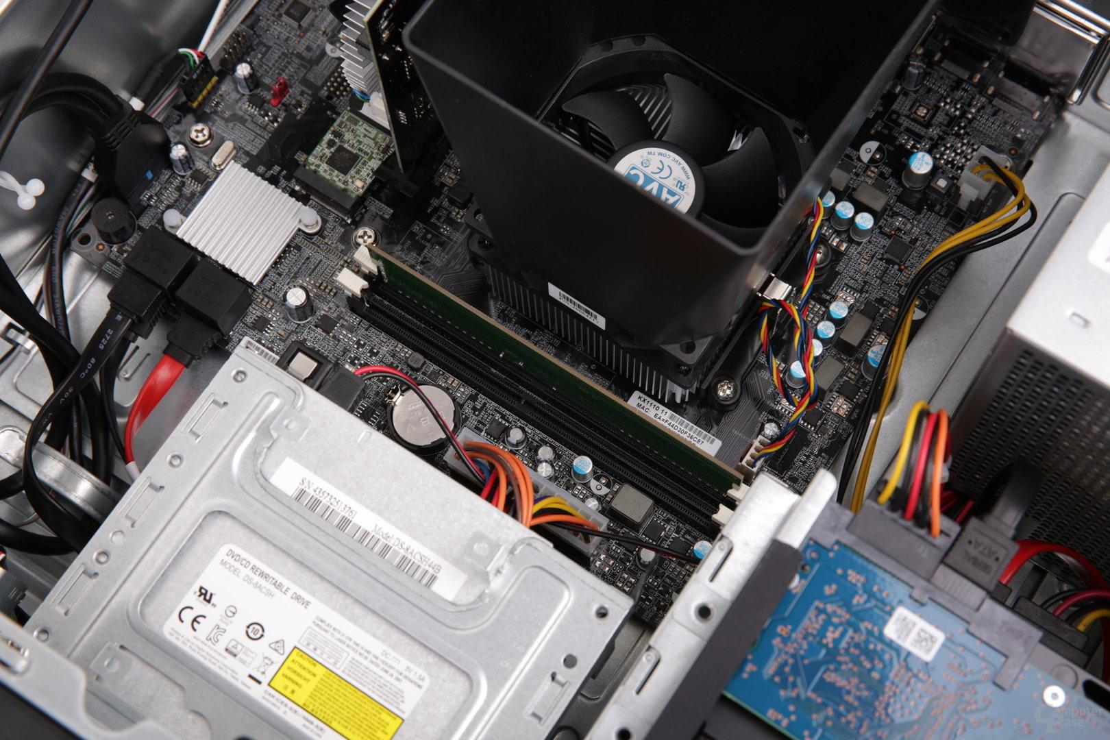 Ein DIMM-Slot ist ab Werk noch frei