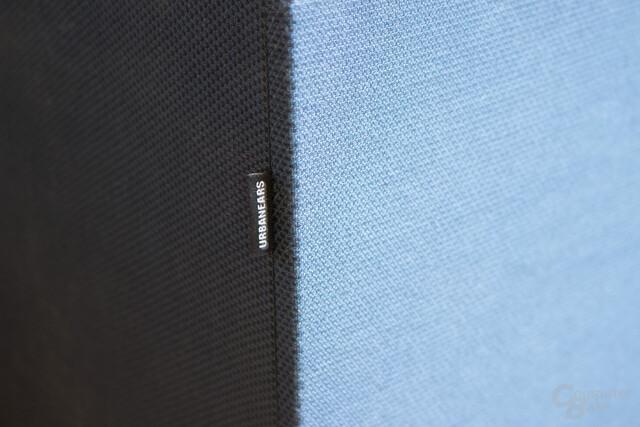 Solide verarbeiteter und hochwertig anmutender Stoff bei beiden Lautsprechern