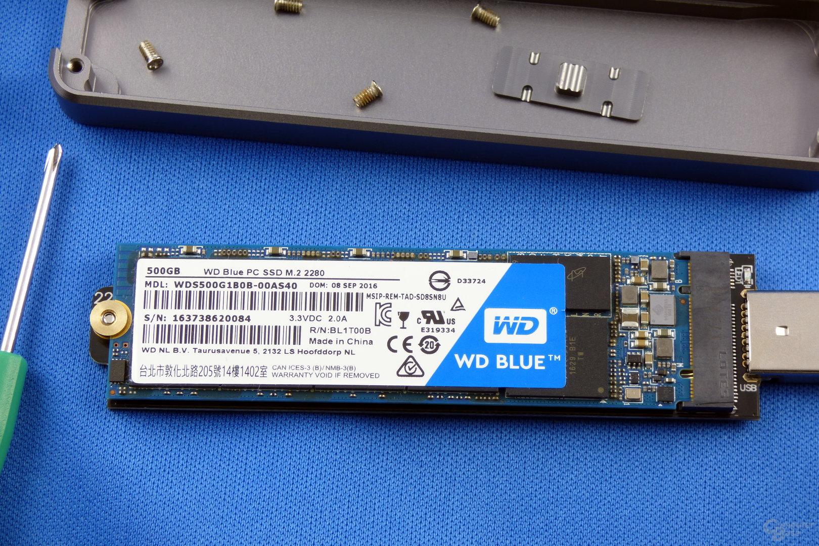 SilverStone MS09: WD Blue SSD montiert