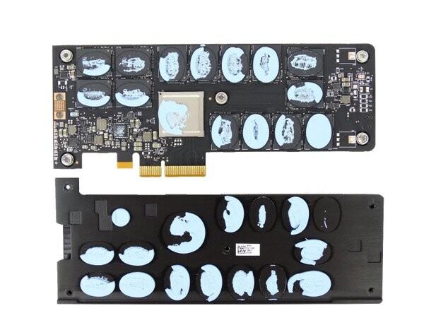 Intel Optane 900P mit abgenommenen Kühler