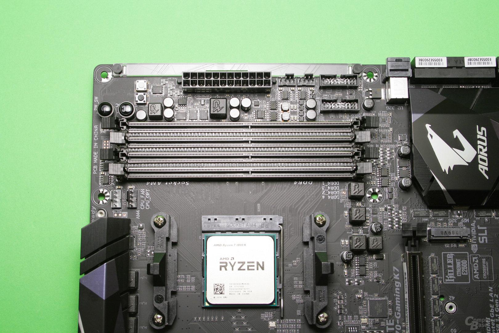 Zwei Speicherkanäle mit je zwei Slots bieten Platz für bis zu vier DDR4-RAM-Module