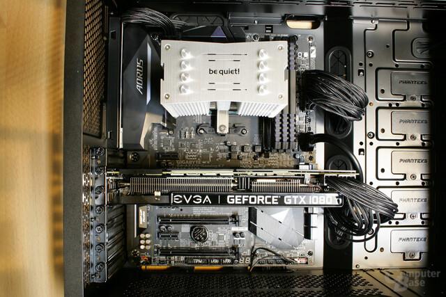 Mit dem Einbau des CPU-Kühlers und der Grafikkarte ist das System einsatzbereit
