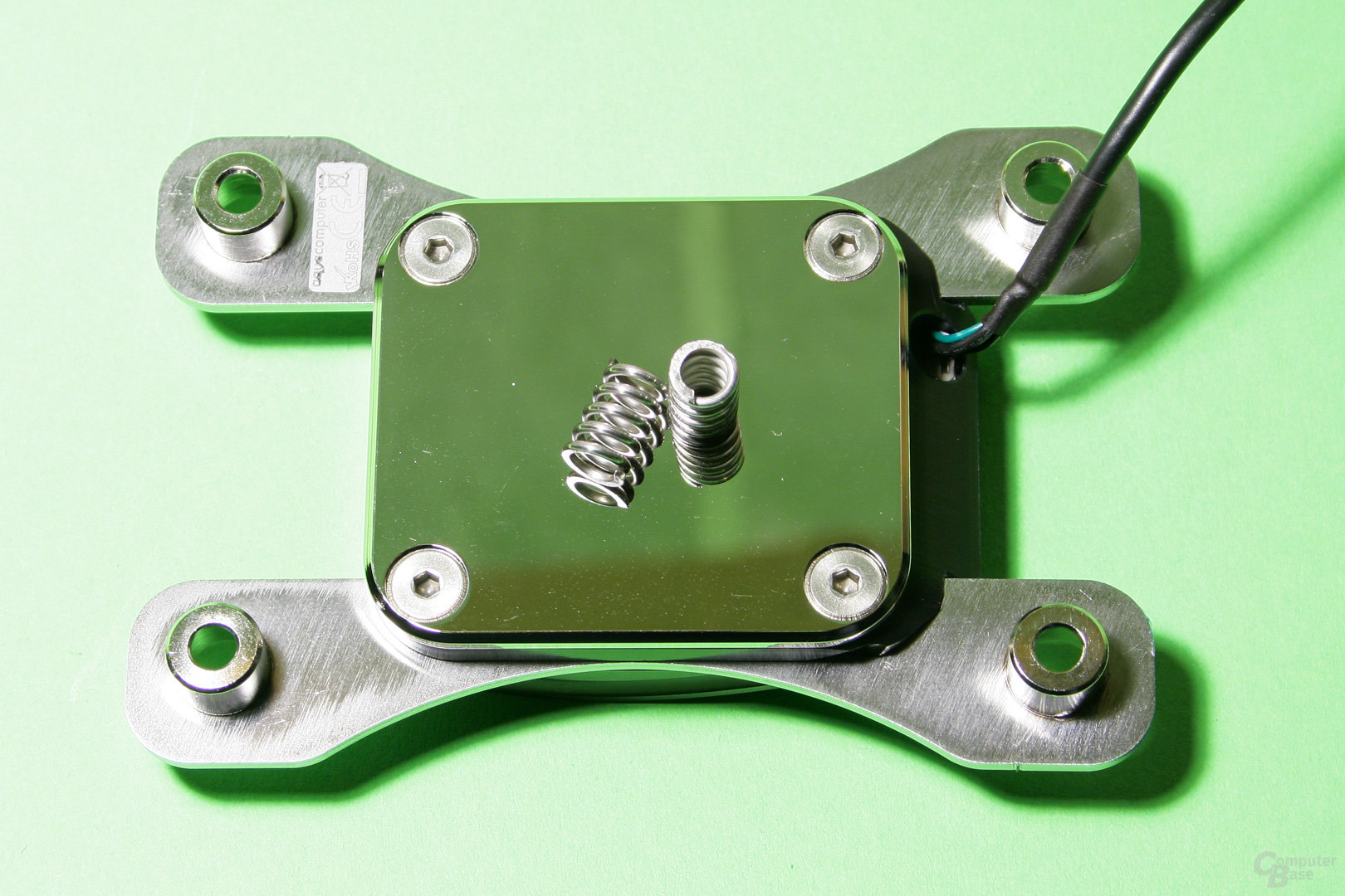 Große und spiegelglatte Auflagefläche für die CPU