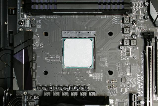 Zur Montage des Wasserkühlers muss das AMD-Retention-Modul entfernt werden