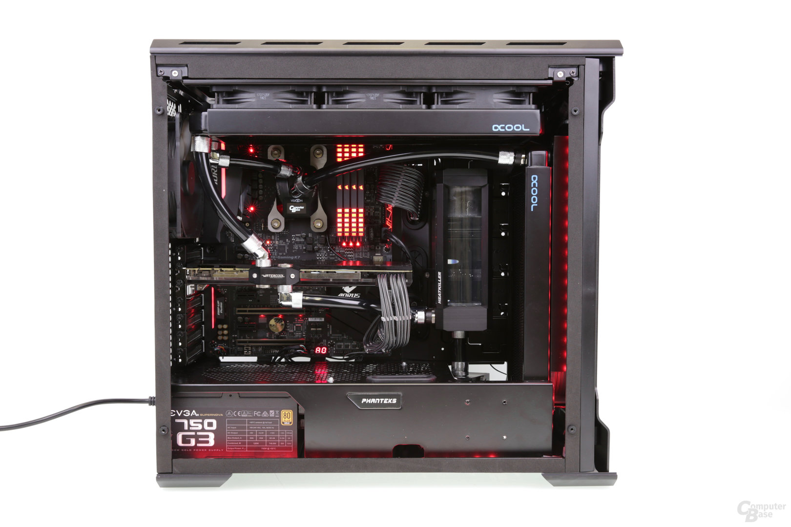 High-End-Gaming-PC mit Custom-Wasserkühlung und RGB-LEDs