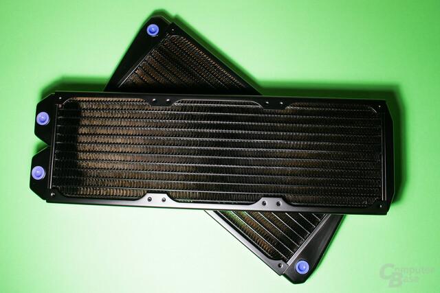Möglichst großflächige Radiatoren von Alphacool sorgen für eine leise Kühlung