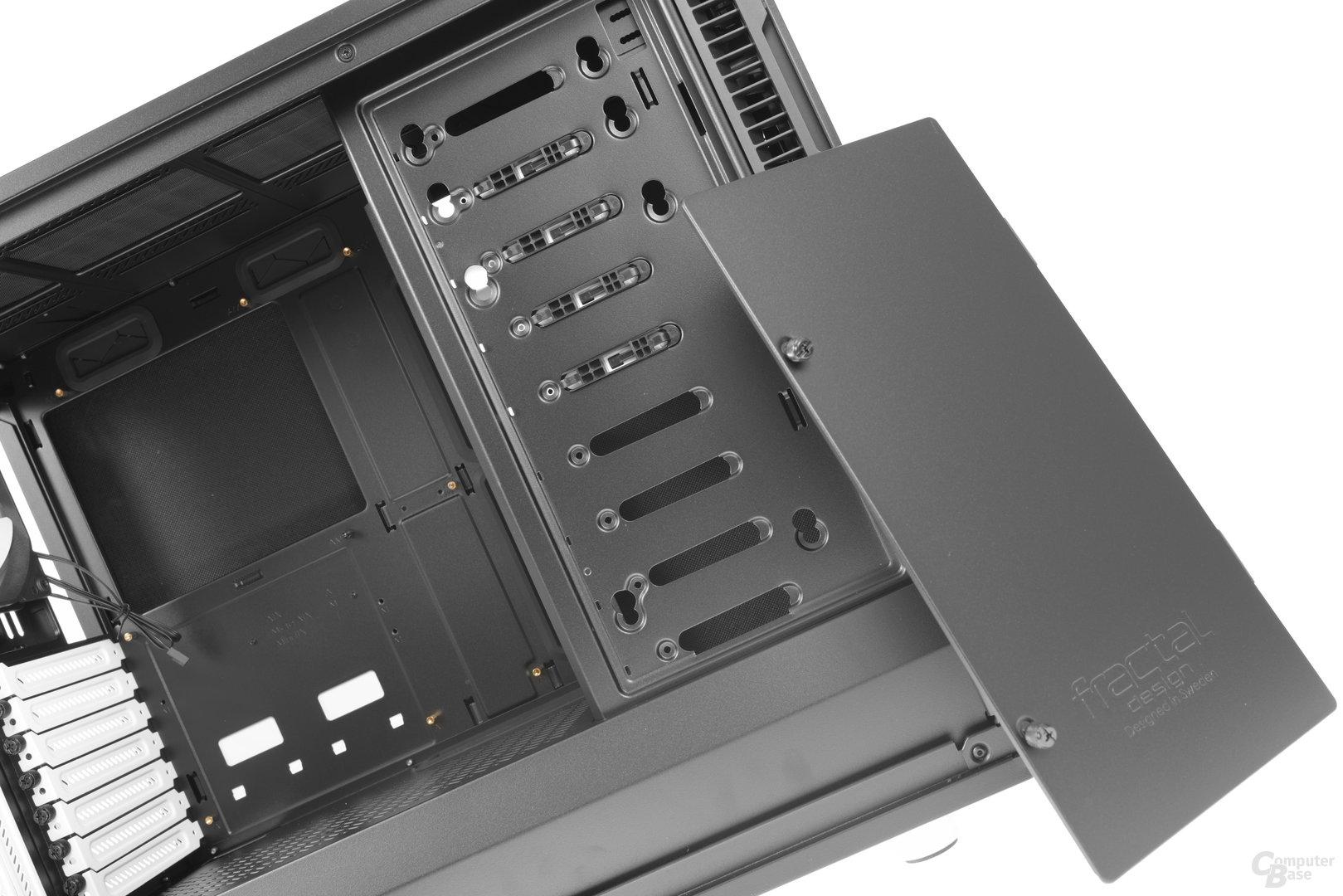 Fractal Design Define R6 – Abdeckung am Festplattenkäfig entnommen