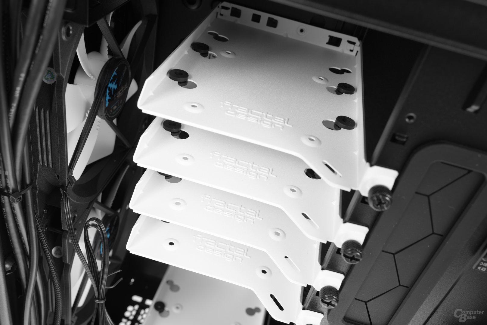 Fractal Design Define R6 – Insgesamt sechs Festplattenschienen befinden sich im Lieferumfang