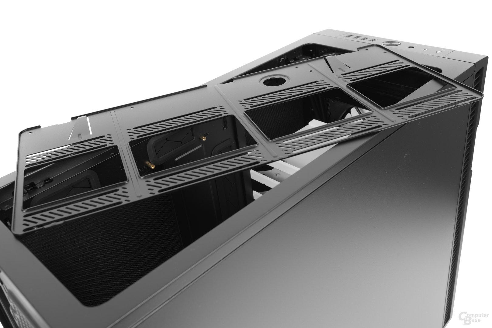 Fractal Design Define R6 – Zur einfacheren Montage kann das Stahlbracket im Deckel entnommen werden