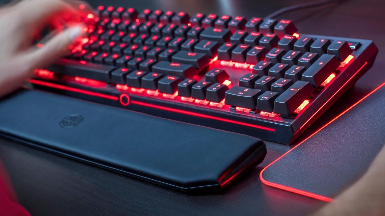 MasterKeys MK750: Cooler Master lässt Tastatur-Gehäuse leuchten