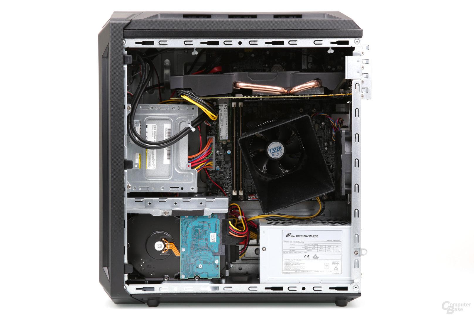Das Innenleben mit Fan Duct auf dem CPU-Kühler steht erneut Kopf