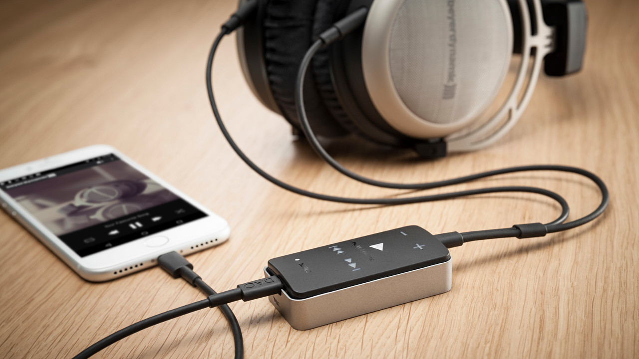 Impacto universal: Mobiler Kopfhörer-DAC und Verstärker von beyerdynamic