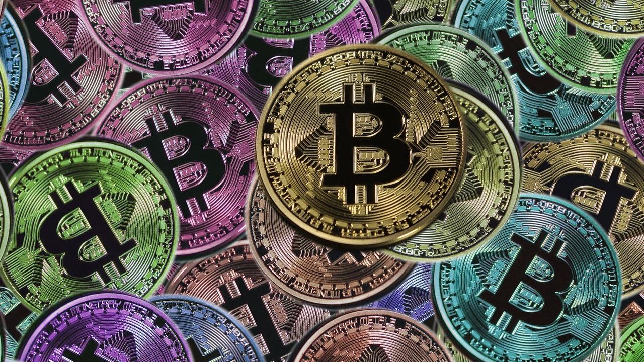 Kryptowährung: Bitcoin knackt erstmals die 10.000 US-Dollar
