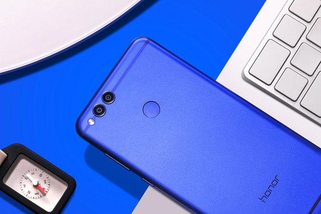 Das Honor 7X in der Farbe Sapphire Blue