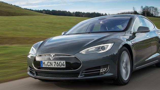 Autonomes Fahren: Tesla baut eigene AI‑Chips mit AMD-Ex Jim Keller