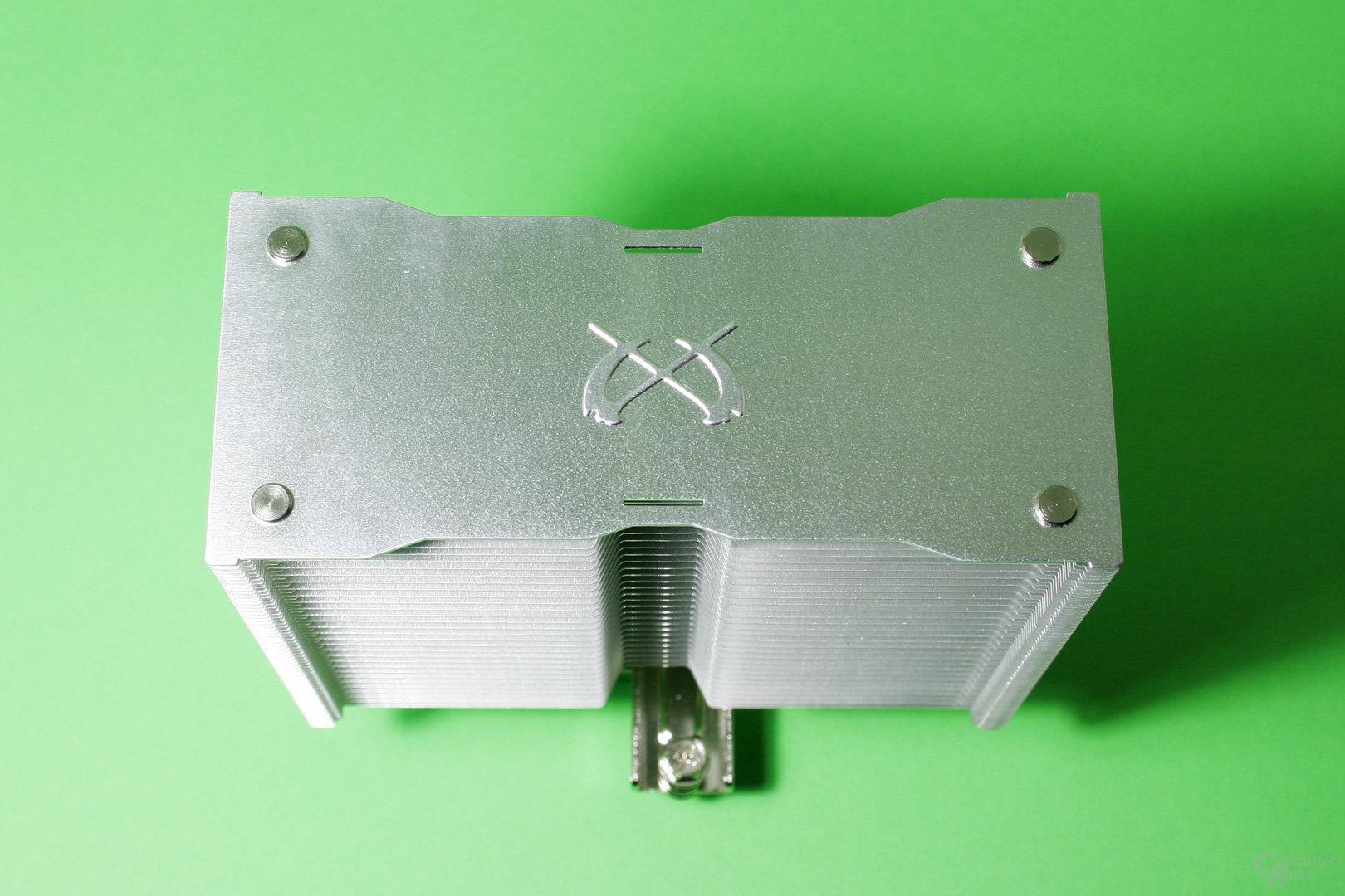 Der Kotetsu Mark II trägt eine Zierblende mit dem Hersteller-Logo