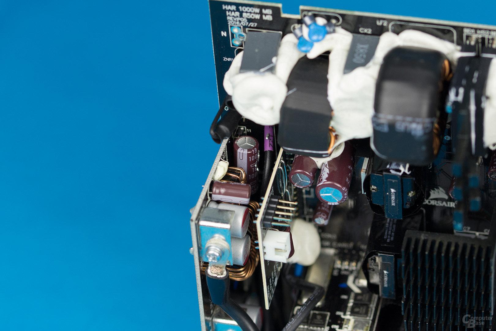 Corsair HX850 – Designschwäche wegen spitzen Testpins und Verarbeitungsmangel aufgrund Lötzinntropfen