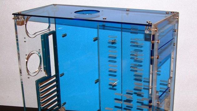 Im Test vor 15 Jahren: Acrylglas-Tower-Bausatz stellte Hardware zur Schau