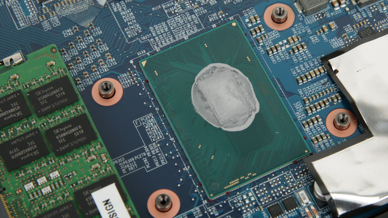 Core i7-8700HQ: Prototypen mobiler 6-Kern-CPUs von Intel abgelichtet