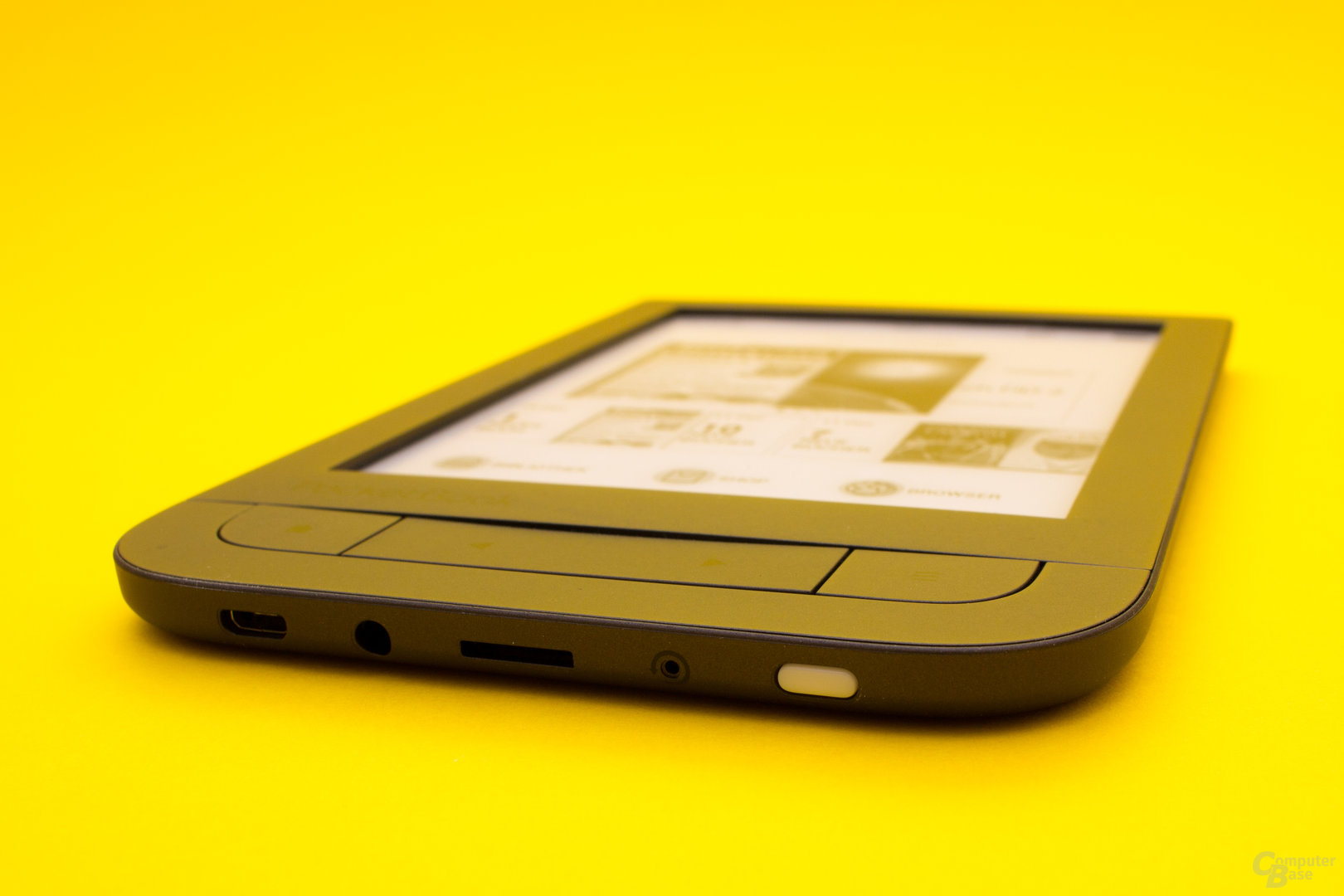 Alle benötigten Anschlüsse und Schalter finden sich unter dem E-Book-Reader