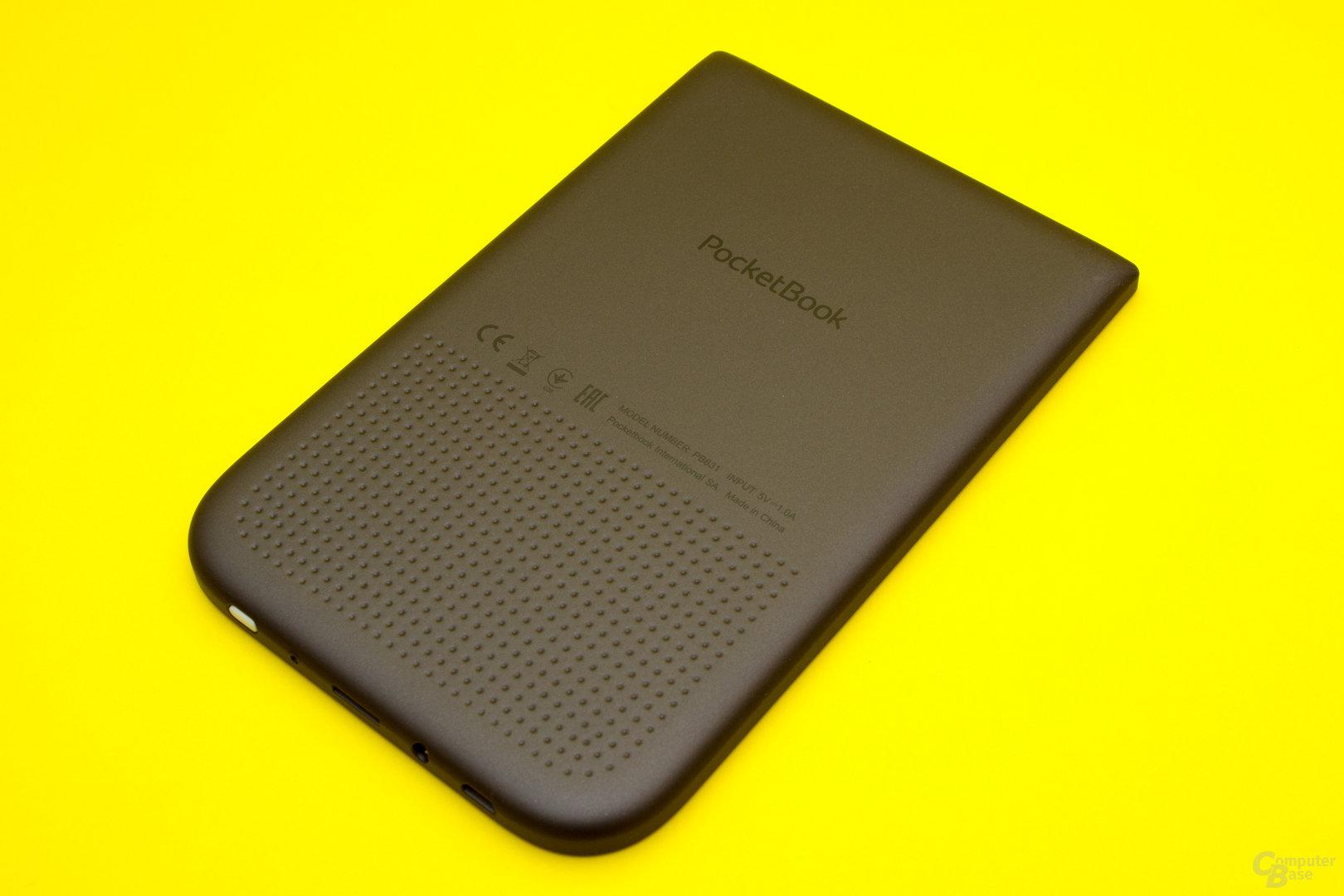 Die leicht gummierte Rückseite lässt den PocketBook Touch HD 2 gut und sicher in der Hand liegen