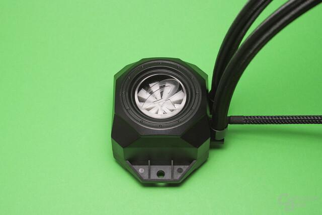 Raijintek Orcus 240: Durchflussanzeiger statt Pumpe in der Kühlereinheit