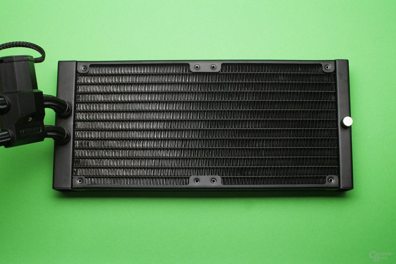 Raijintek Orcus 240: Gut verarbeiteter Aluminium-Radiator
