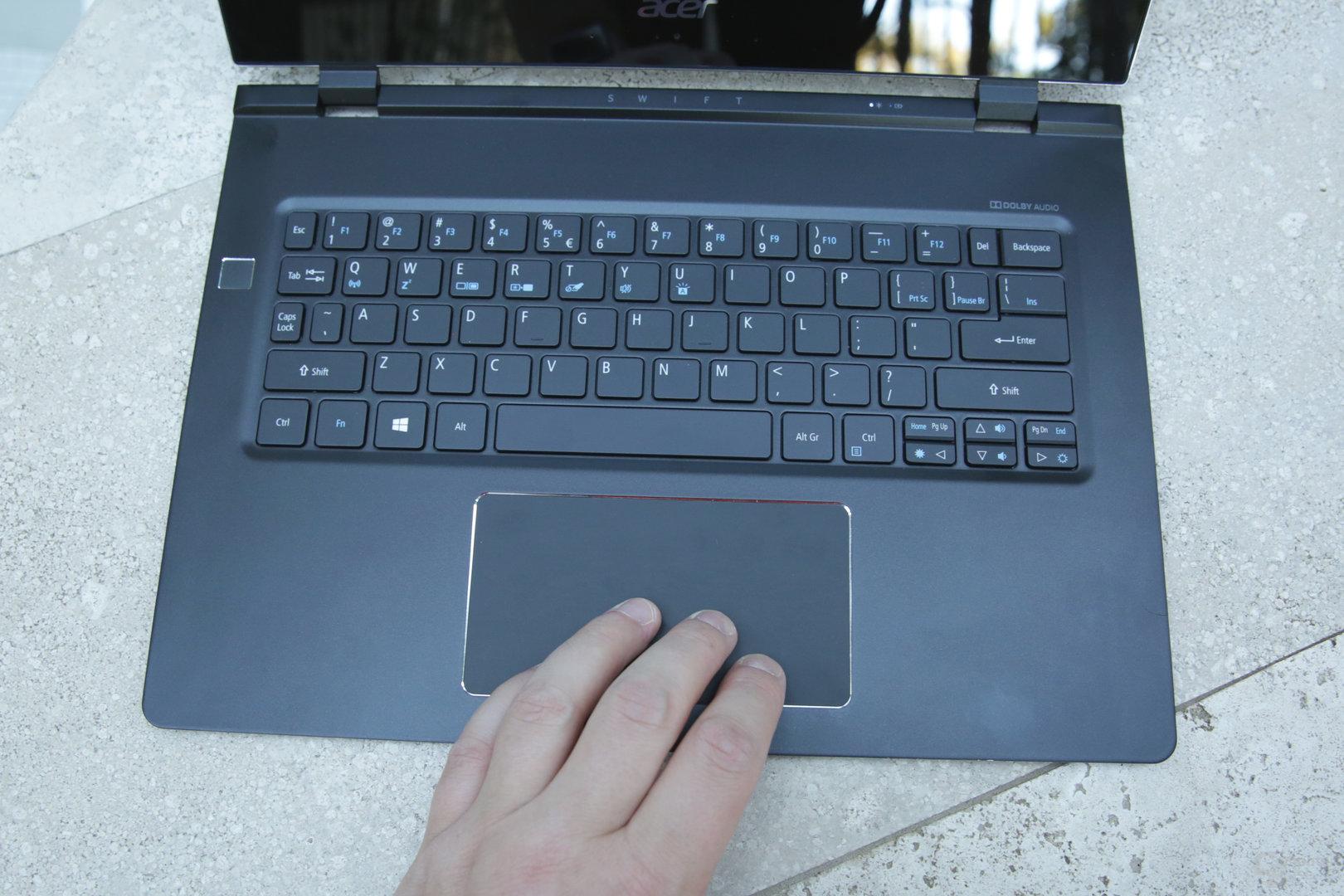 Beleuchtete Tastatur und großes Glas-Touchpad
