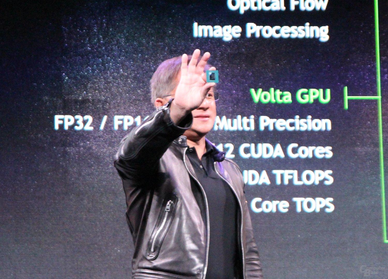 Nvidia-CEO Jensen Huang mit Nvidia Drive Xavier