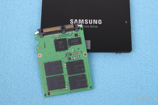 Die Platine der Samsung SSD 860 Evo mit V-NAND und Controller