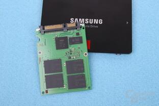 Die Platine der Samsung SSD 860 Pro mit V-NAND und Controller