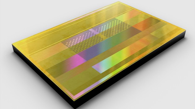 Aquabolt: Samsung fertigt schnellsten HBM2 mit 2,4 Gbit/s in Serie
