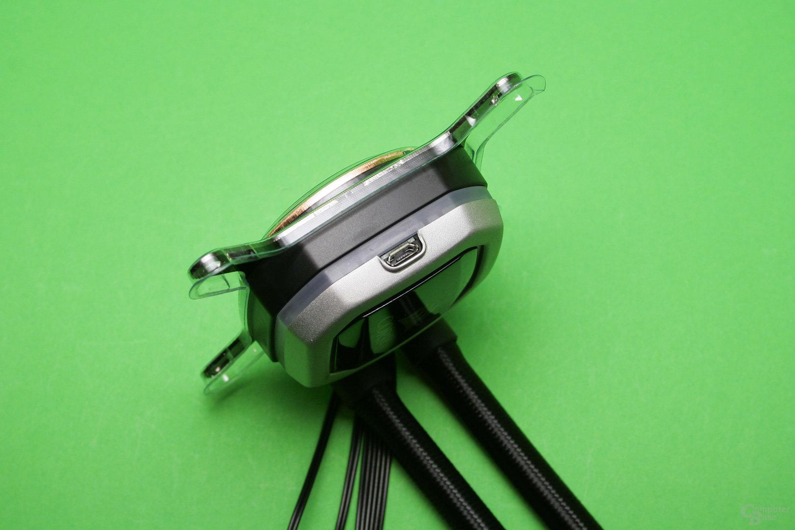 Corsair H115i Pro: zusätzlich verlangt die Pumpe nach einer USB-Verbindung