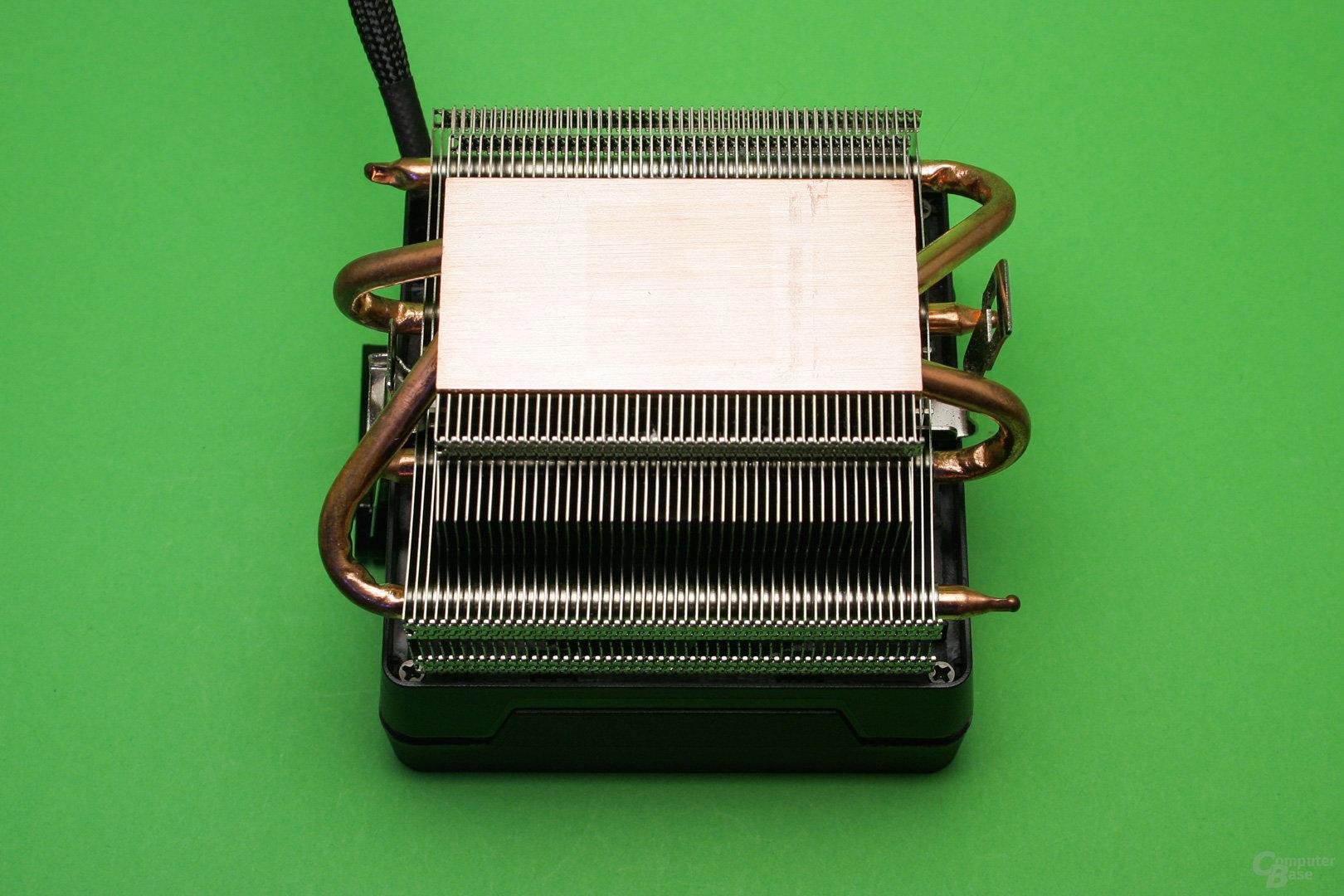 AMD Wraith Max: Kupferbodenplatte mit Heatpipes