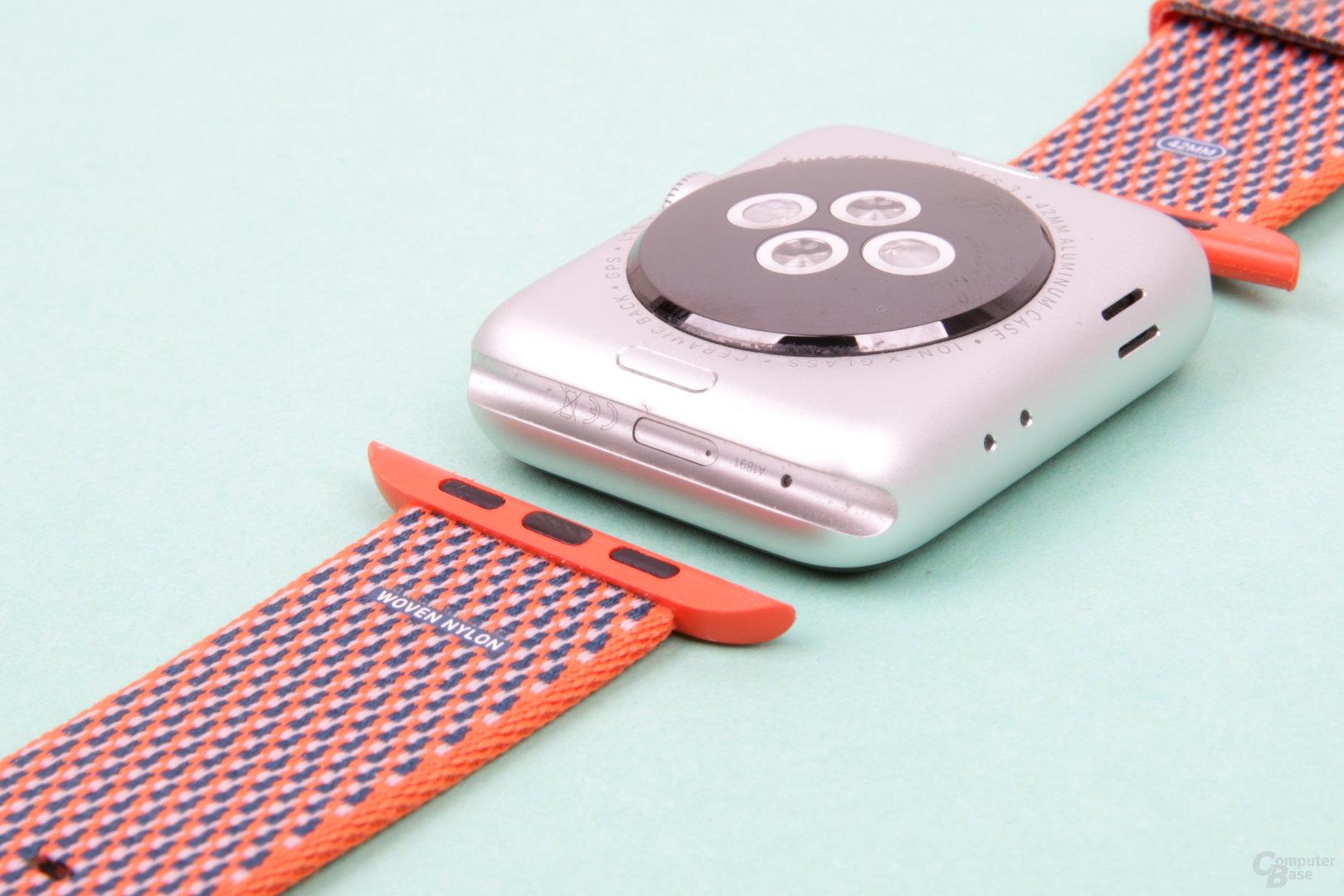 Verdeckter Anschluss für Wartung durch Apple