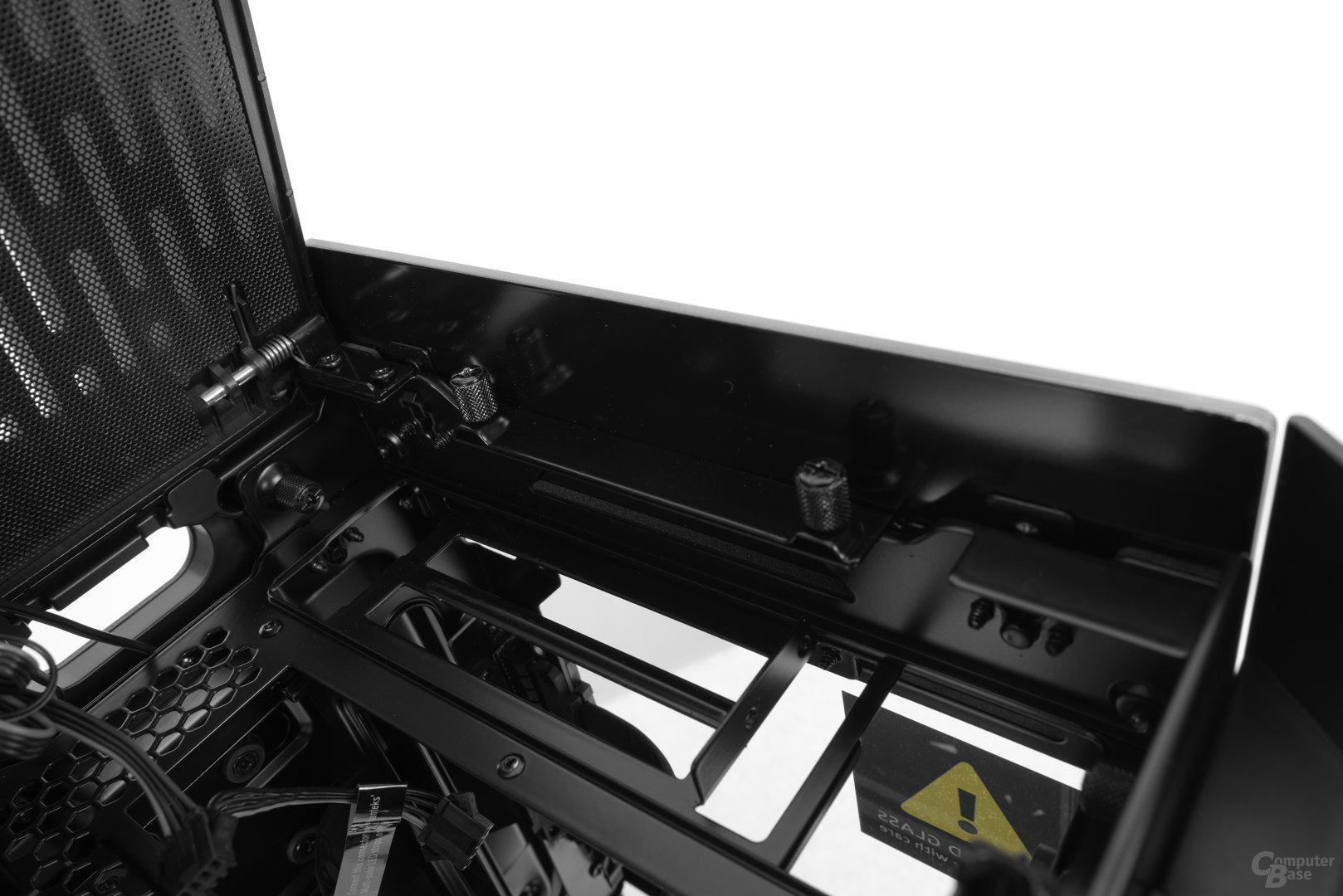 Phanteks Enthoo Evolv Shift – Unter dem Deckel befinden sich später die Anschlüsse des Mainboards