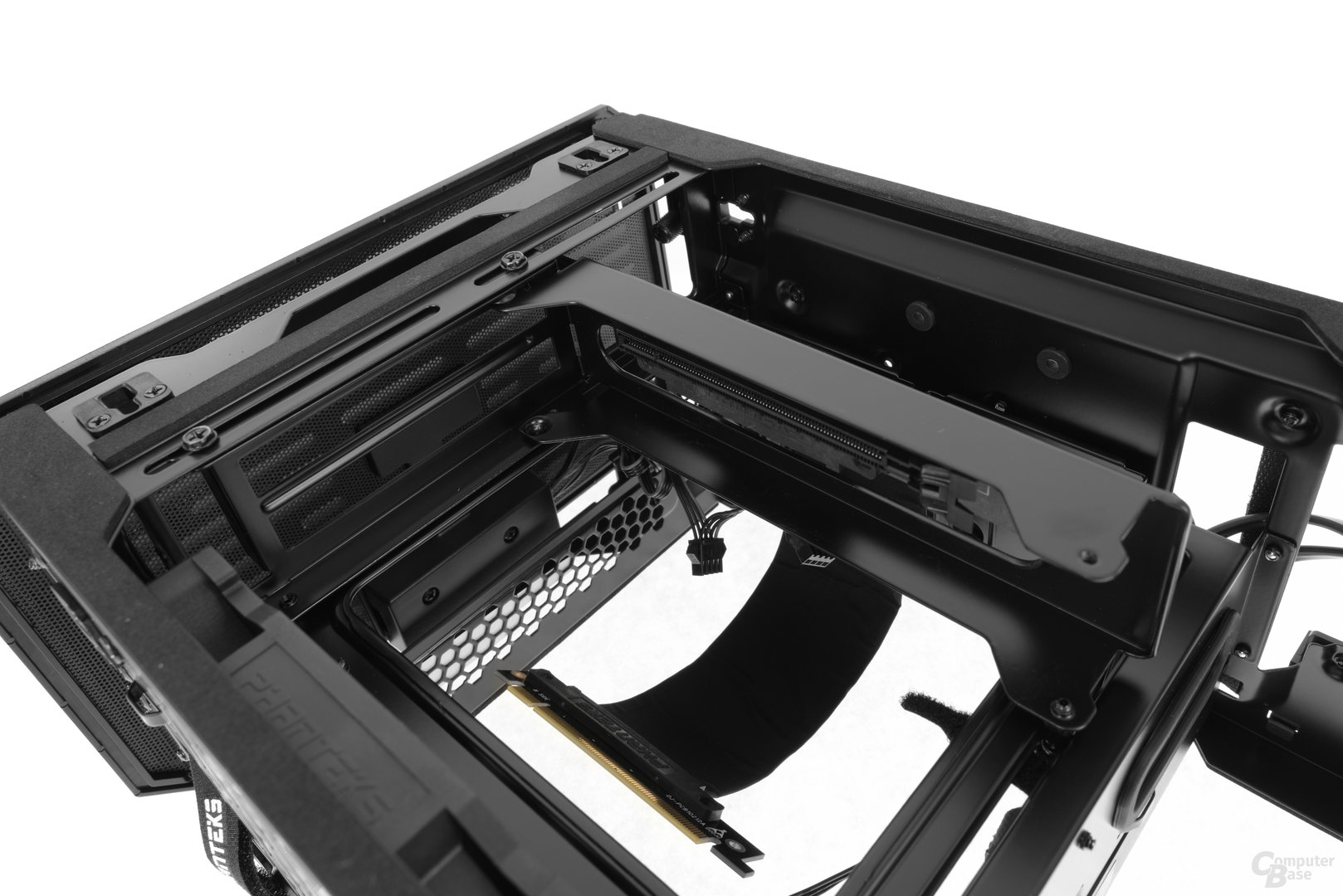 Phanteks Enthoo Evolv Shift – Die Grafikkarte nimmt in einem verstellbaren Bracket Platz