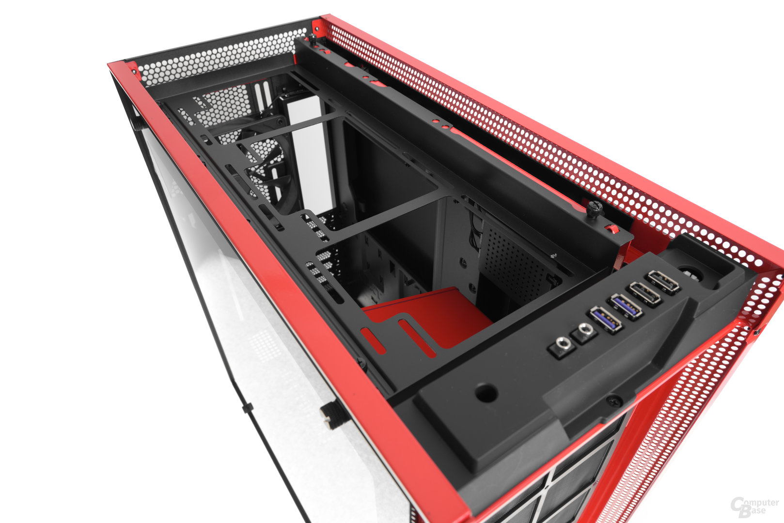 NZXT H700i – Topcover entfernt