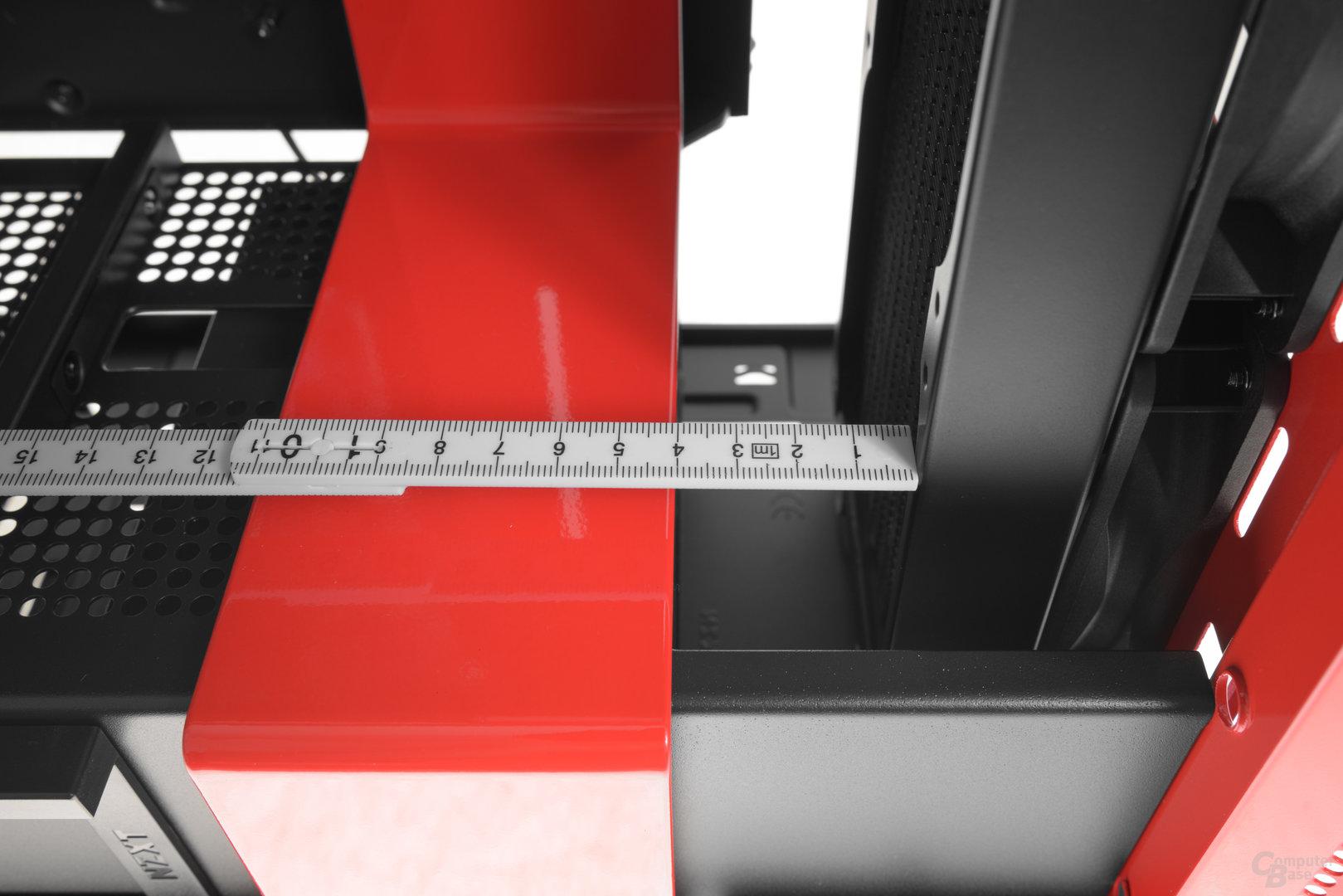 NZXT H700i – In der Front passen tiefere Exemplare problemlos hinein