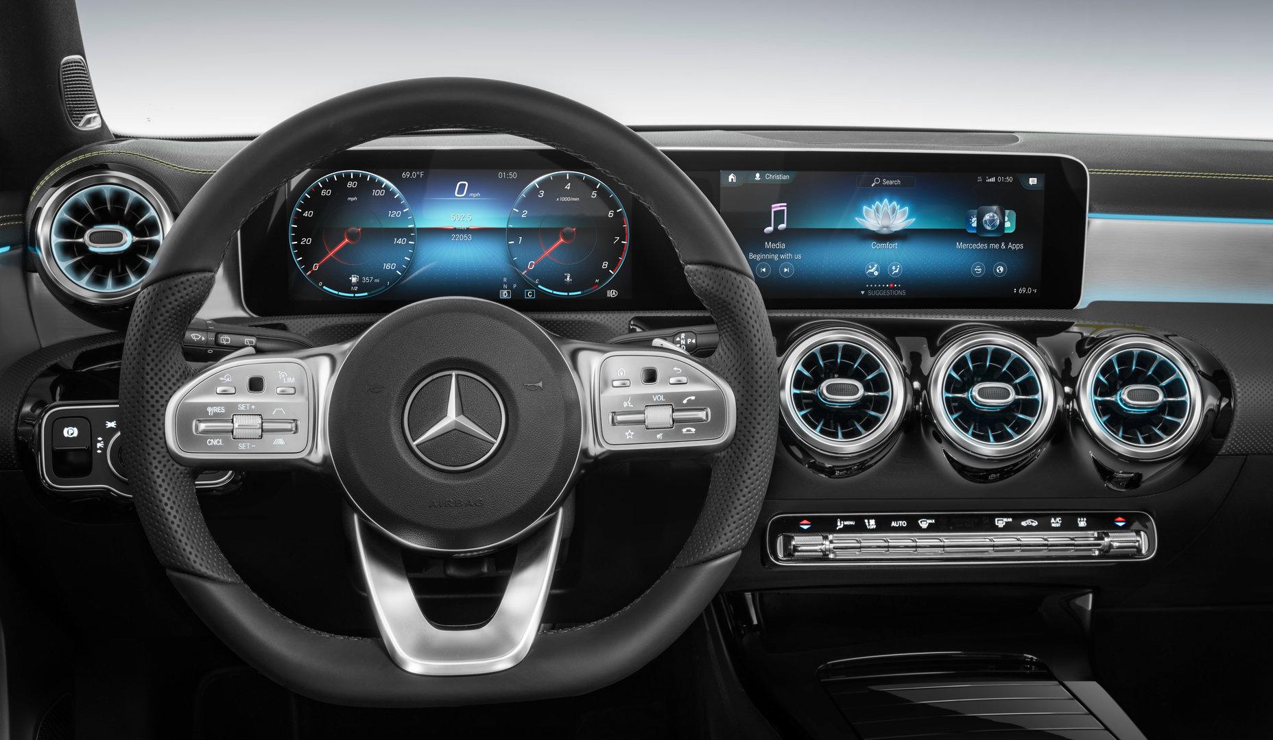 Lenkrad mit Touch-Controllern links und rechts