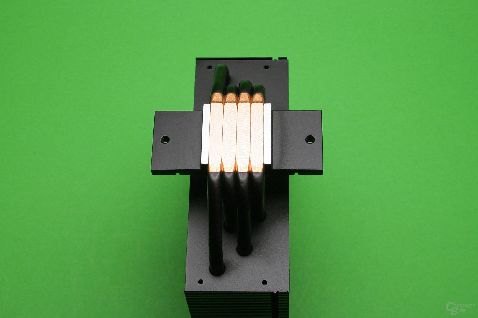 Arctic Freezer 33 eSports: Vier angeschliffene 6-mm-Heatpipes bilden die CPU-Auflagefläche