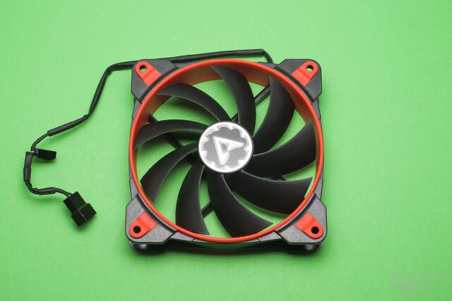 Arctic Freezer 33 eSports: BioniX F120 Lüfter mit Y-Weiche für einen zweiten Ventilator