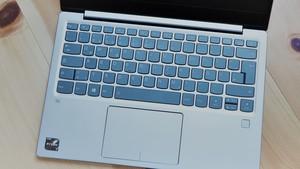 Lenovo IdeaPad 720S im Test: AMD Raven Ridge mit Feststellbremse