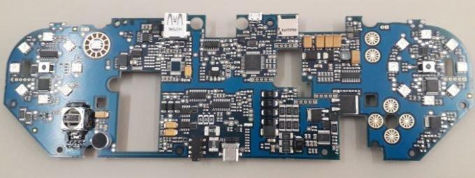 Smach Z – PCB mit Steuerungselementen und Anschlüssen