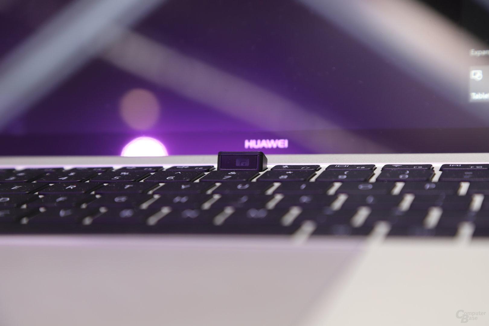 Tastatur mit ausgefahrener Webcam