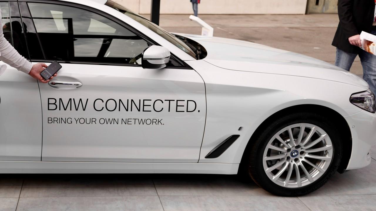 BMW: Dual-eSIM und C-V2X per LTE und 5G kommen ins Auto