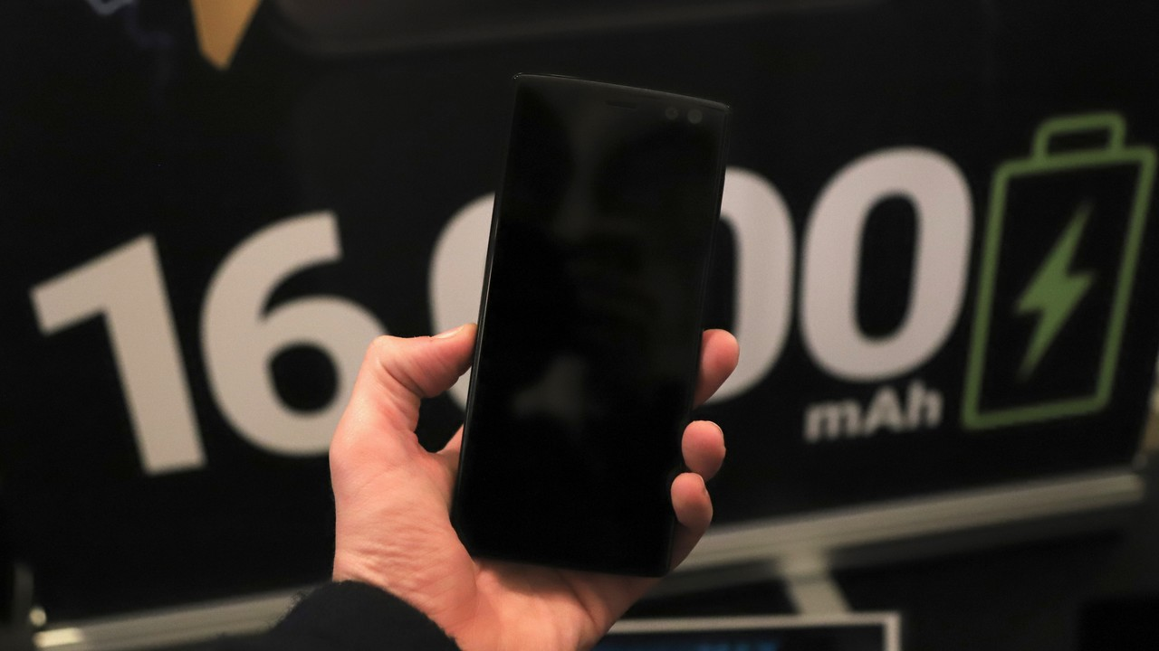 Energizer Power Max P16K Pro: Smartphones mit 16.000 mAh im 15-mm-Prototyp