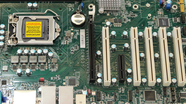 DFI Q370-Mainboard: Coffee-Lake-Prozessor trifft fünf klassische PCI-Slots