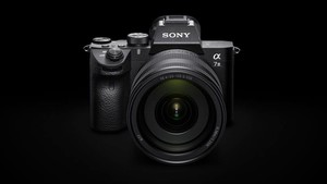 Sony Alpha 7 III: DSLM mit Autofokus der Oberklasse für 2.300 Euro